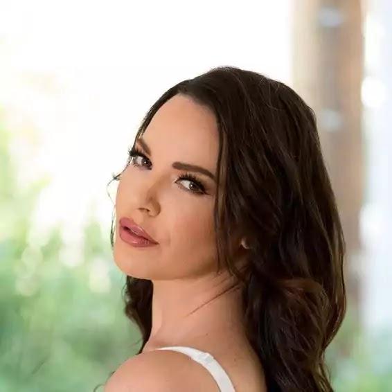Dana DeArmond bio, Body Shape, Measurement, Age, Twitter Name, Husband Name, Wiki, And Family