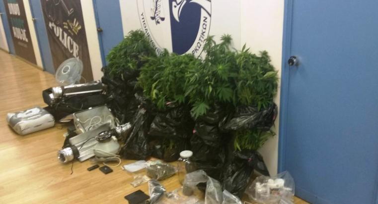 Ένα ολόκληρο εργοστάσιο καλλιέργειας κάνναβης εξάρθρωσε η αστυνομία στην μαρξιστική σφηκοφωλιά στα Εξάρχεια!