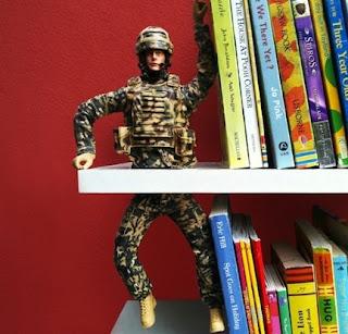 reggi libri con soldatino fai da te