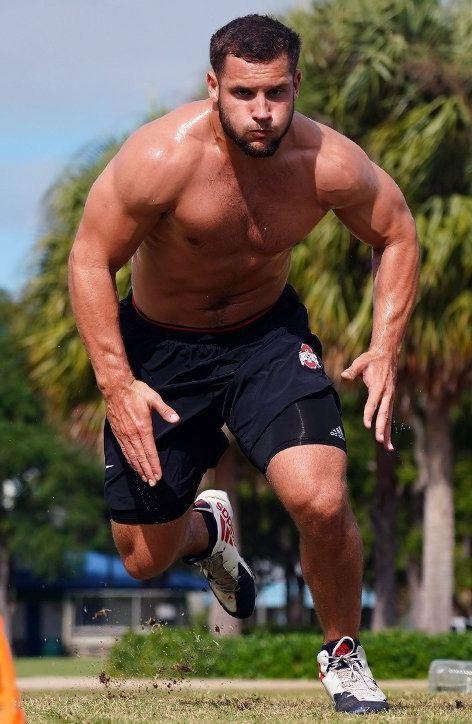 hottest-strongest-male-athletes-nick-bosa-running-sweaty-shirtless-beefy-body