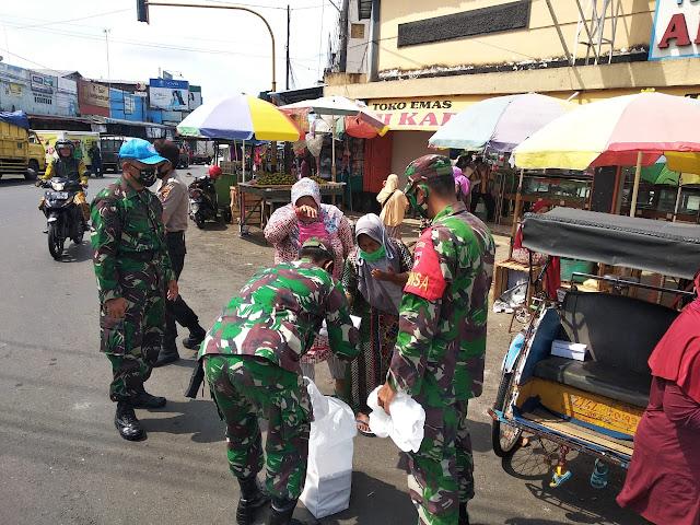 Lagi, Personil TNI-POLRI Berbagi Makanan di Wilayah Kecamatan Bobotsari