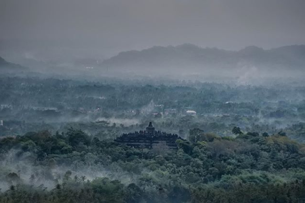 Bukit Punthuk Setumbu, Tempat Terbaik Melihat Senja, Serta Wisata Romantis di Magelang