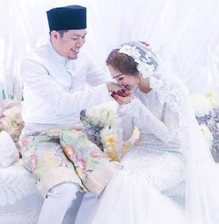 Pelawak Jep Sepahtu Bernikah Dengan Pelakon Sari Yanti