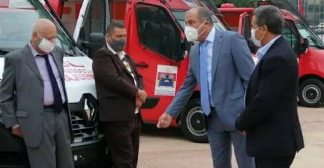 تسليم مفتاتيح سيارة إسعاف من طرف المجلس الإقليمي لادوتنان لجماعة الدراركة.