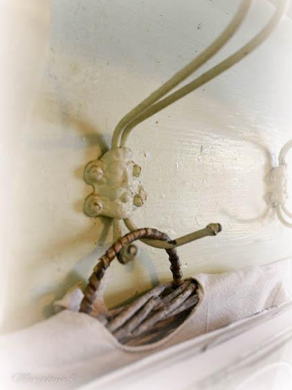 talonpoikaisnaulakko maalaus rosoinen ukonpää naulakko