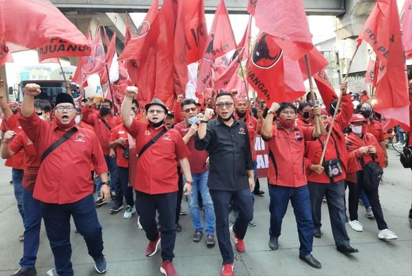 Orasi Massa DPC PDIP Jakut saat Longmarch: Kibarkan Terus Bendera Kita!