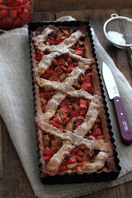 Rhubarbe , fraises , tarte façon spéculoos