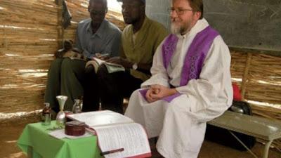 Cha Maccalli khi đang truyền giáo tại Niger  (ANSA)