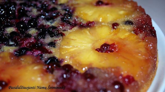 RECEPTAS: Apverstas ananasų pyragas