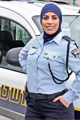 Hijab e revólver: a primeira detetive muçulmana de Israel está quebrando barreiras