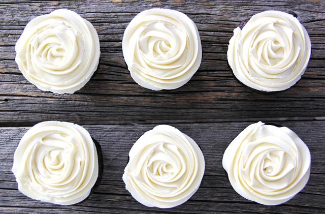 Marshmallow Vanilla Buttercream Frosting #desserts #cakes #vanilla #marshmallow #easy