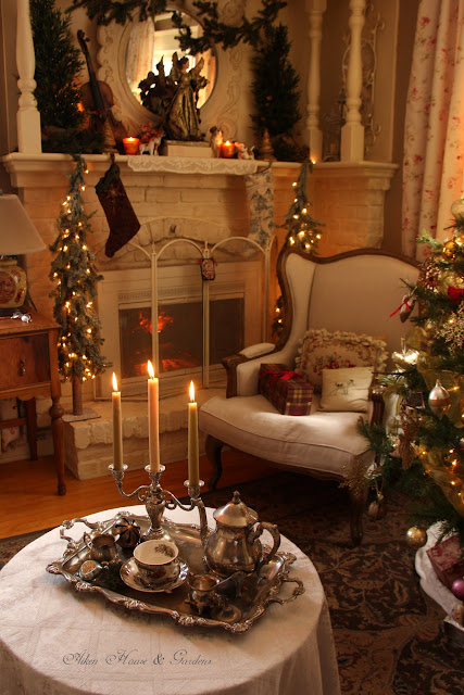 Aiken house gardens english country christmas for Country homes and interiors christmas