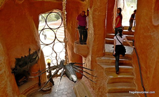 Sala principal da Casa Terracota, em Villa de Leyva, Colômbia