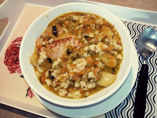gesta zupa zacierkowa zupa jarzynowa z zacierkami zupa na miesie wieprzowym rozgrzewajaca tresciwa zupa zupa jak gulasz