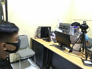 Personil SIM Satpas Polres Enrekang Berikan Pelayanan Prima Kepada Masyarakat dengan Menerapkan Protokol Kesehatan