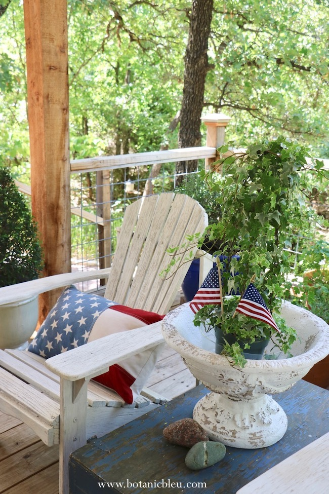 use red, white, blue colors for tried and true summer patriotic porch ideas