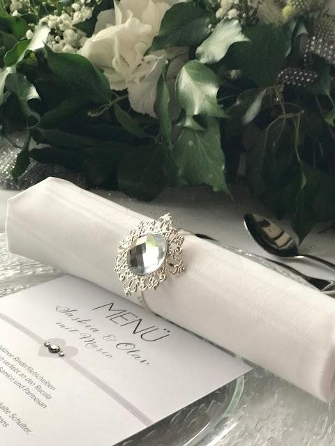 TIschdekoration Grün, Weiß, silber, Hochzeit zu Dritt, kleine Familienhochzeit, Riessersee Hotel Garmisch-Partenkirchen, Bayern, freie Trauung
