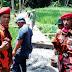 Pemuda Pancasila PP PAC Pancatengah Sumbang  Beberapa Semen Buat Pengecoran Jalan