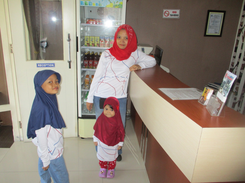 Resepsionis Grand Kebonsari Guest House & Homestay Syariah Surabaya