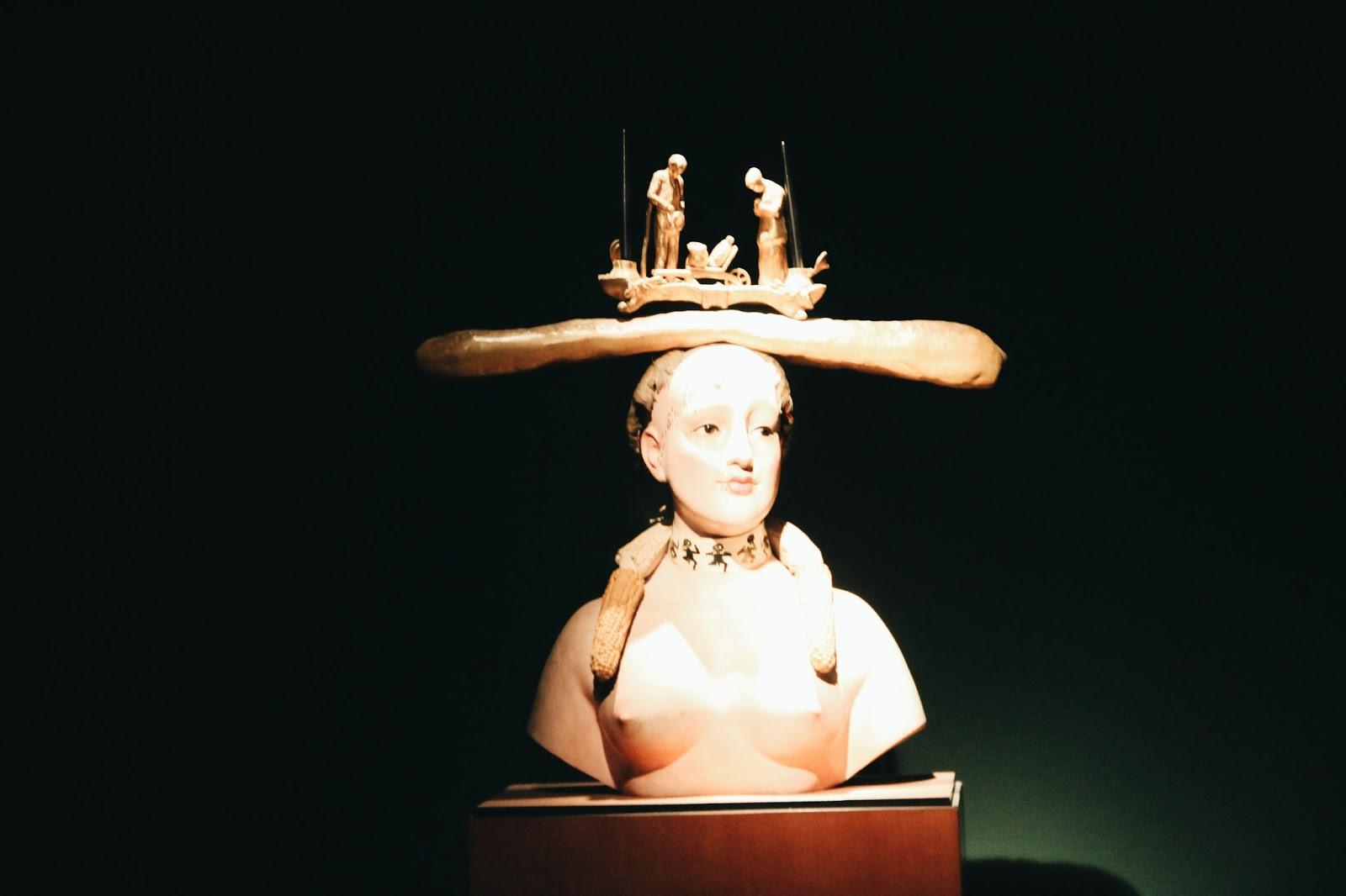 estátua_museu_colômbia