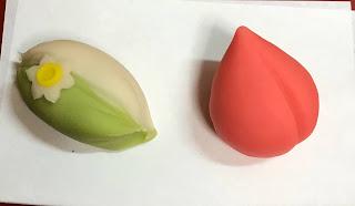 季節の主菓子<水仙・西王母>、干菓子<桜・ちょうちょ>