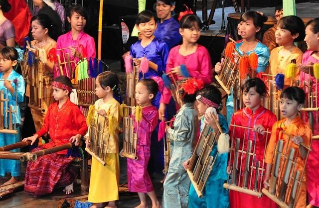 Jadwal pertunjukan di saung angklung udjo
