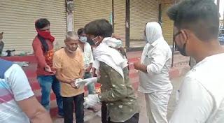 लॉकडाउन में सक्रिय हुए समाजसेवी संगठन गरीब असहाय व जरूरतमंदों को भोजन पहुंचाया