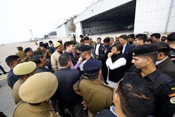 इलाहाबाद यूनिवर्सिटी जा रहे अखिलेश यादव को एयरपोर्ट पर रोका, जमकर हंगामा , लाठीचार्ज में घायल हुए सांसद धर्मेंद्र यादव