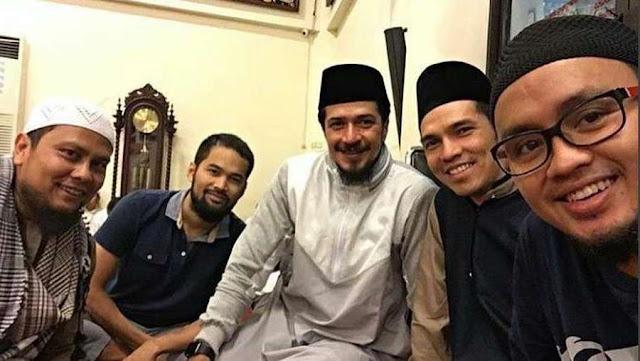 """Pengaruh Jamaah Tabligh & Salafi di Tengah """"Tren"""" Artis Berhijrah"""