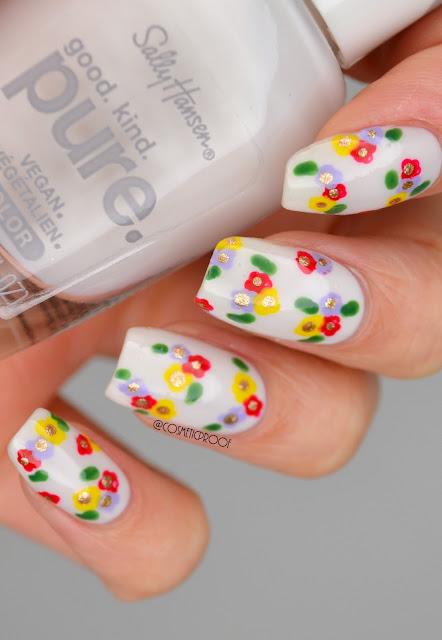 Delicate flower nail art design on nails
