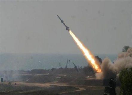 الحوثيون يعلنون إطلاق صاروخ على مقر لقيادة التحالف بالسعودية أدى إلى تدمير مركز العمليات في المقر بنجران وسقوط عدد كبير من القتلى والجرحى بينهم قادة