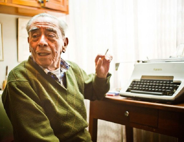 Adiós a La Noticia de Perfil. Paulovich con su fiel máquina de escribir  en 2014 / ARCHIVO EL DIARIO