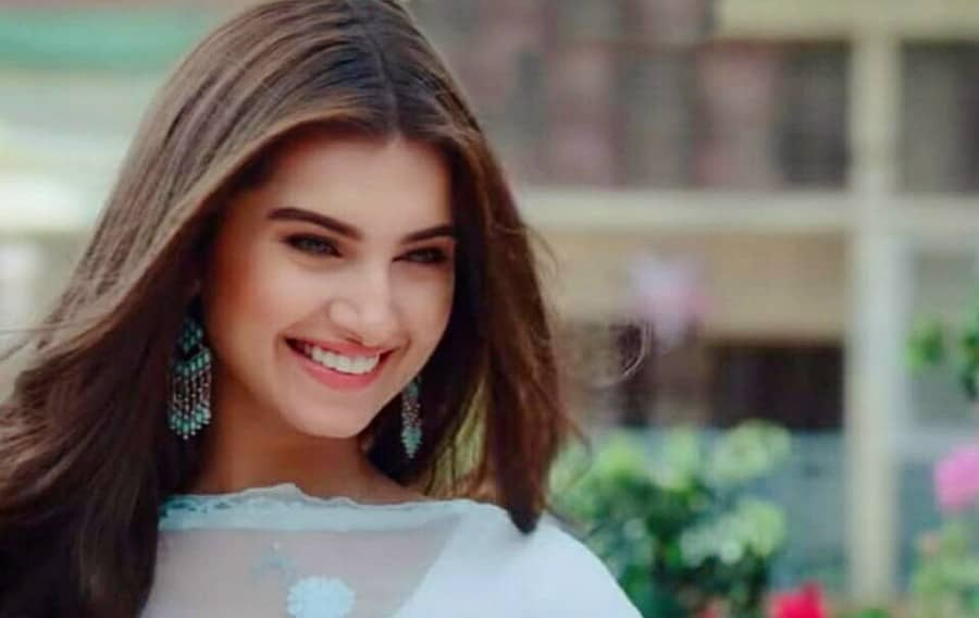 bollywood actress tara sutaria cute smile