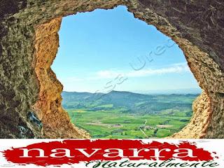 213 Cueva de San Prudencio Sierra Lókiz Monumento Pétreo Singular   - Ojo Salida de la Cueva y Vistas Valle de Metauten   - www.casaruralurbasa.com