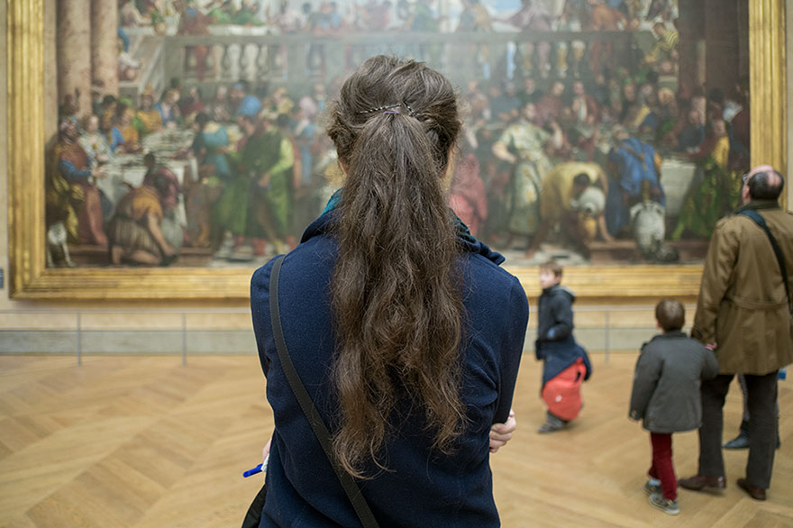 "This Photographer Points His Camera The ""Wrong"" Way At The World's Most Visited Locations - Mona Lisa, Louvre, Paris, France"
