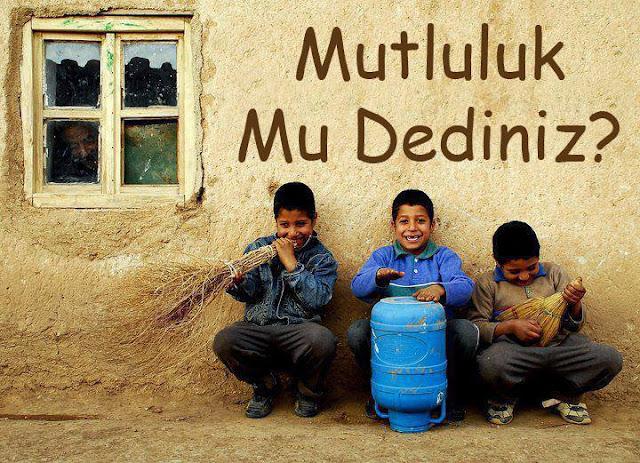 mutluluk, köy evi, süpürge, damacana, mutlu çocuklar, köy çocukları