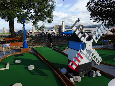 Emily playing a windmill hole at the Rhos Fynach Crazy Golf course on Miniature Golf Day in 2017