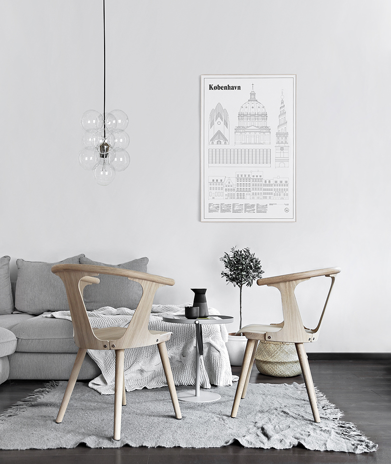 and tradition in between chairs for the dining table only deco love. Black Bedroom Furniture Sets. Home Design Ideas