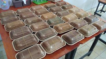 Tekan Penggunaan Plastik, Kabupaten Muba Manfaatkan Pelepah Pinang Jadi Wadah Makanan