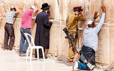 Reza judaica no feminino
