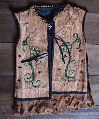 Baju kulit kayu suku dayak deyah