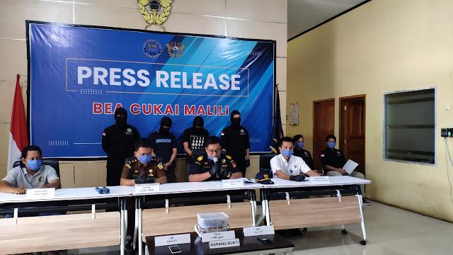 Tim Gabungan Bea Cukai Malili dan BNNP Sulsel, Tangkap Pelaku Pengguna Ganja yang Dkirim dari Padang