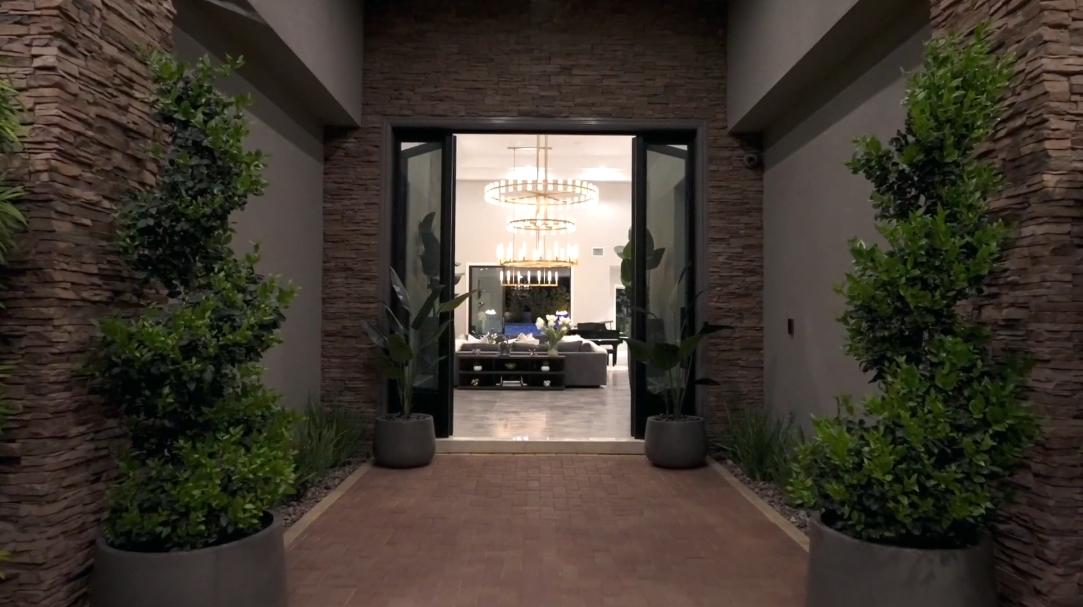 51 Interior Design Photos vs. Tour 5086 Rustic Ridge Dr, Las Vegas, NV