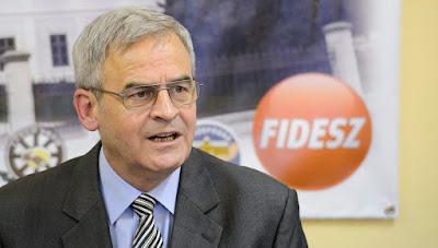 Klaus Johannis, Románia, Románia Csillaga, temesvári forradalom, Tőkés László, Tőkés László érdemrendje, Fidesz-KDNP,