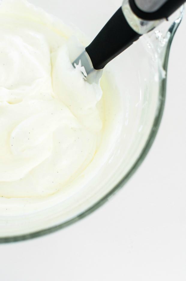 white-chocolate-cookies-and-cream-no-churn-ice-cream