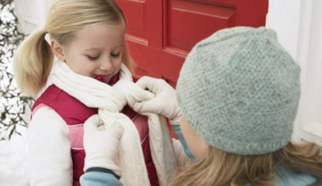 Cách giữ ấm cơ thể, phòng bệnh cảm lạnh cho trẻ vào mùa đông