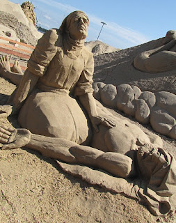 Lemminkäisen äiti hiekkaveistos Kalevala