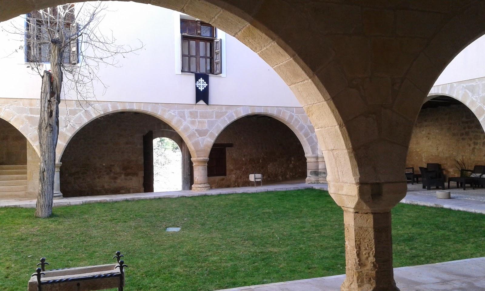 Claustro Hospedería Peñaroya de Tastavins