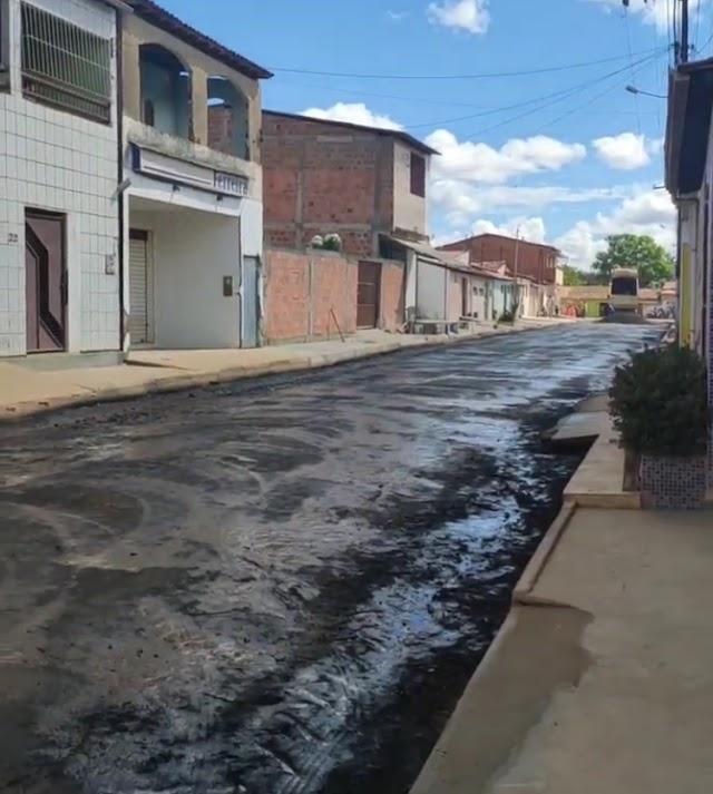 Prefeitura de Alagoinhas inicia pavimentação da rua Mãe Helena