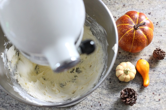 Easy Cream Cheese Icing